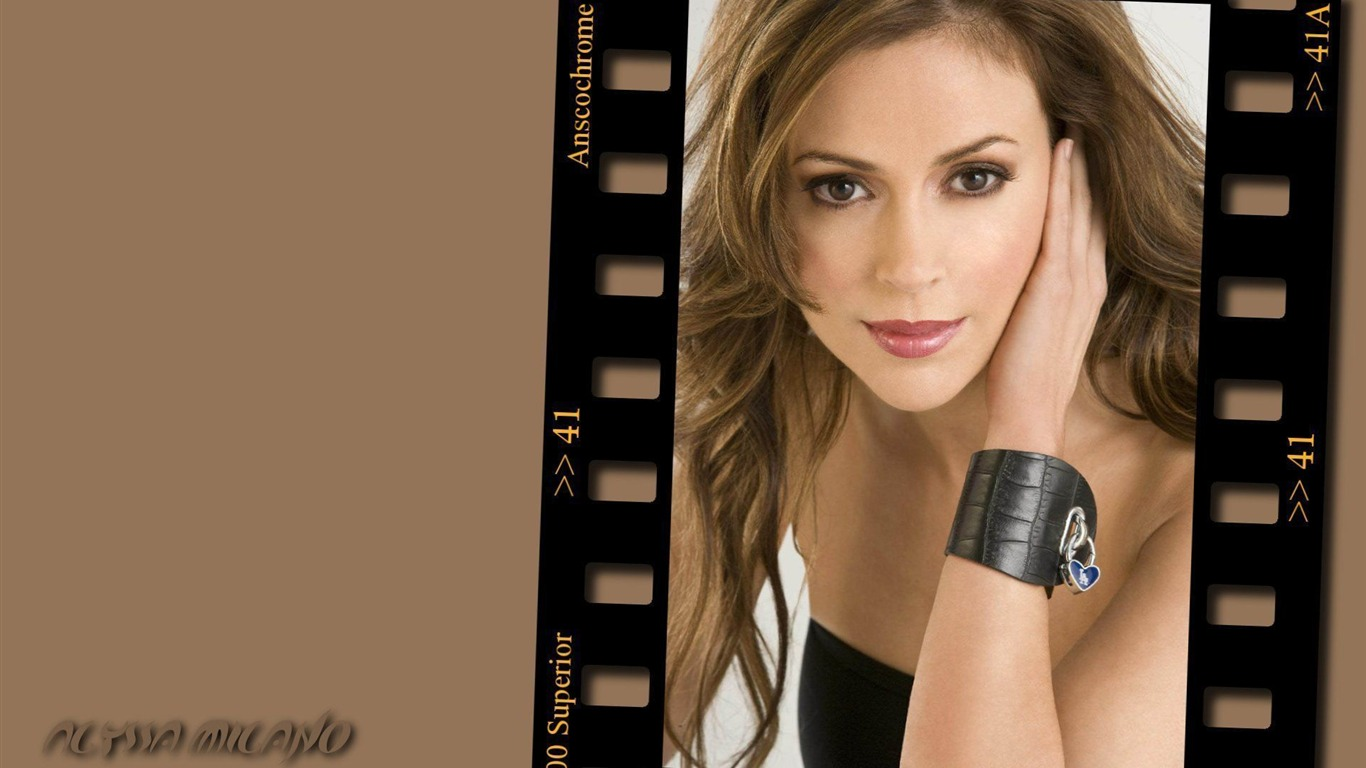 Alyssa Milano #045 - 1366x768 Wallpapers Pictures Photos Images