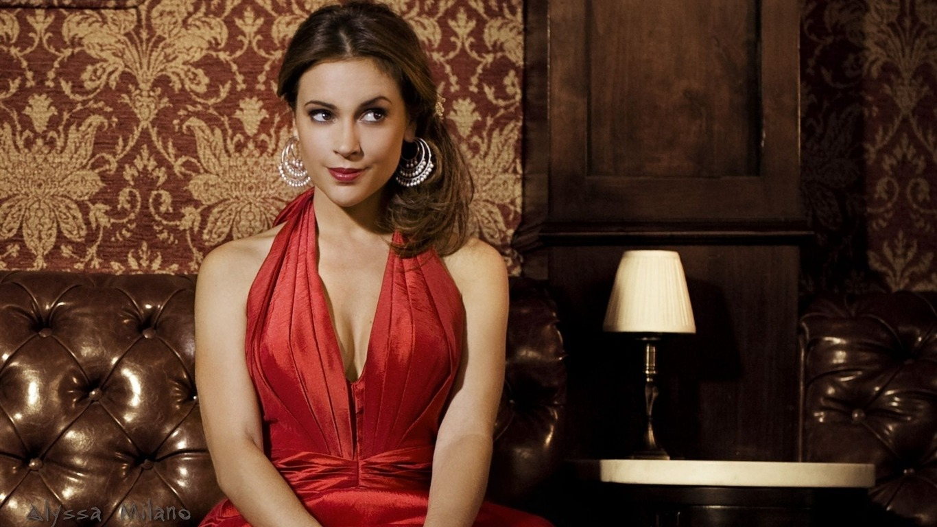 Alyssa Milano #047 - 1366x768 Wallpapers Pictures Photos Images