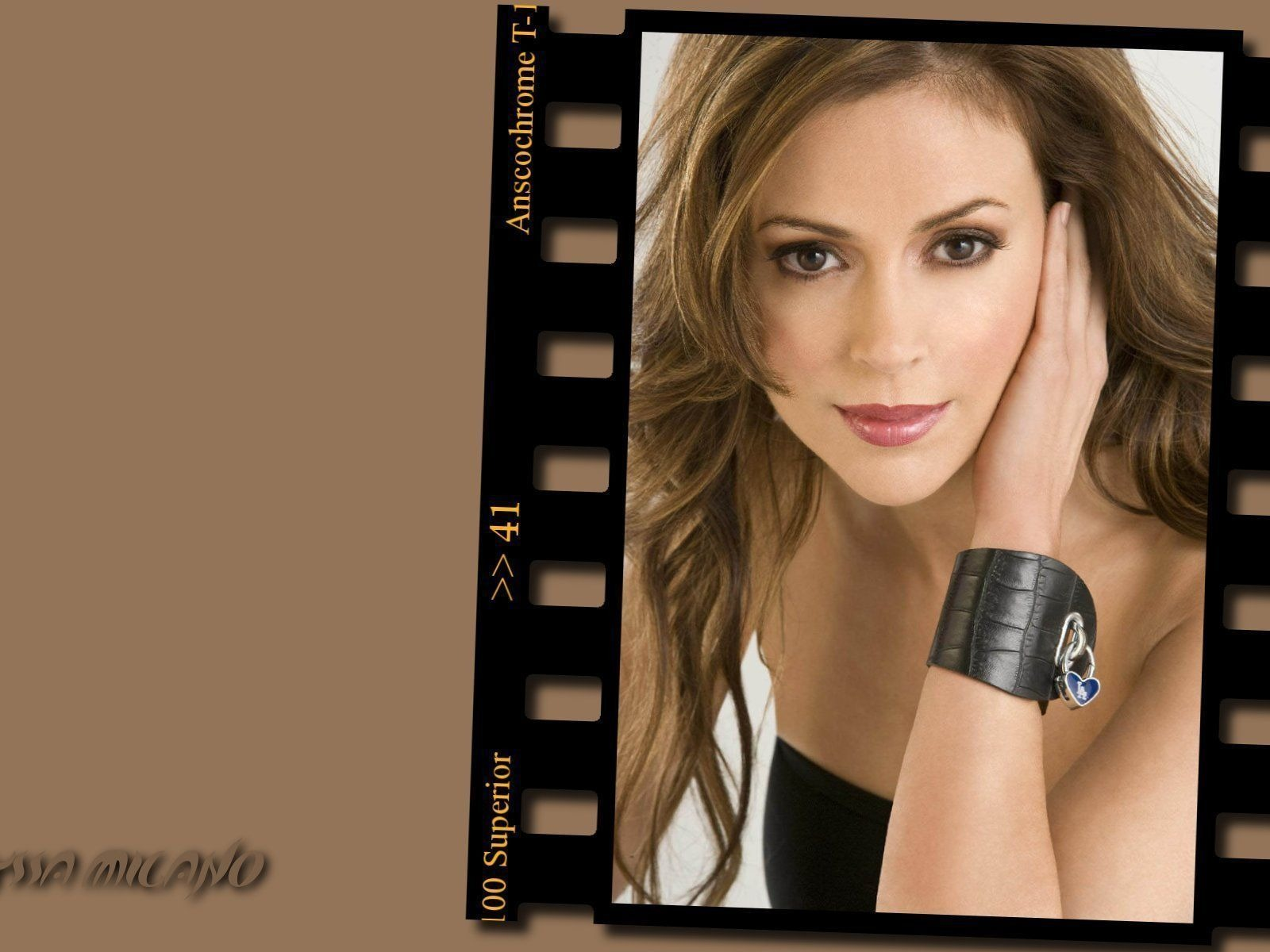 Alyssa Milano #045 - 1600x1200 Wallpapers Pictures Photos Images