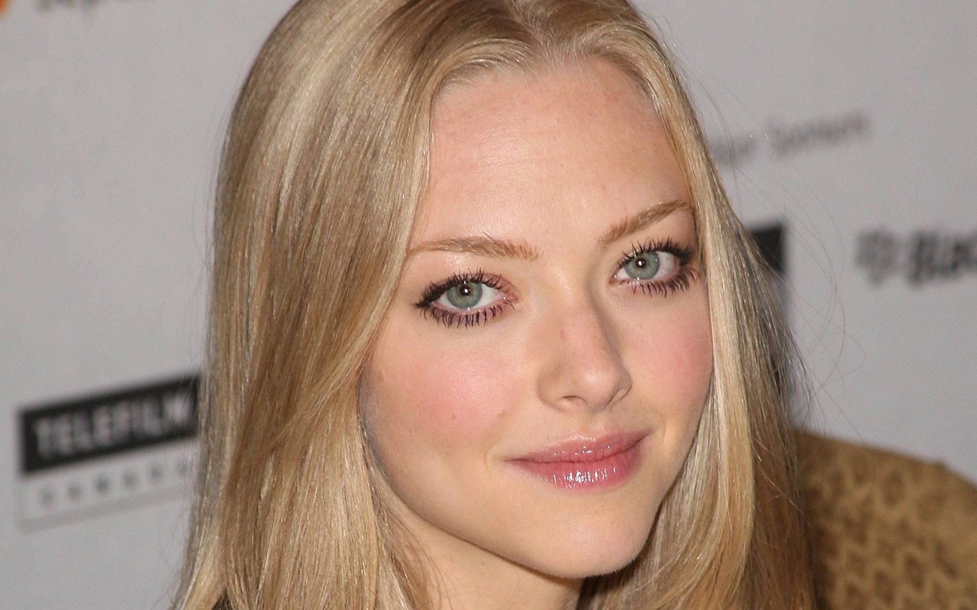 Amanda Seyfried #003 - 1920x1200 Wallpapers Pictures Photos Images