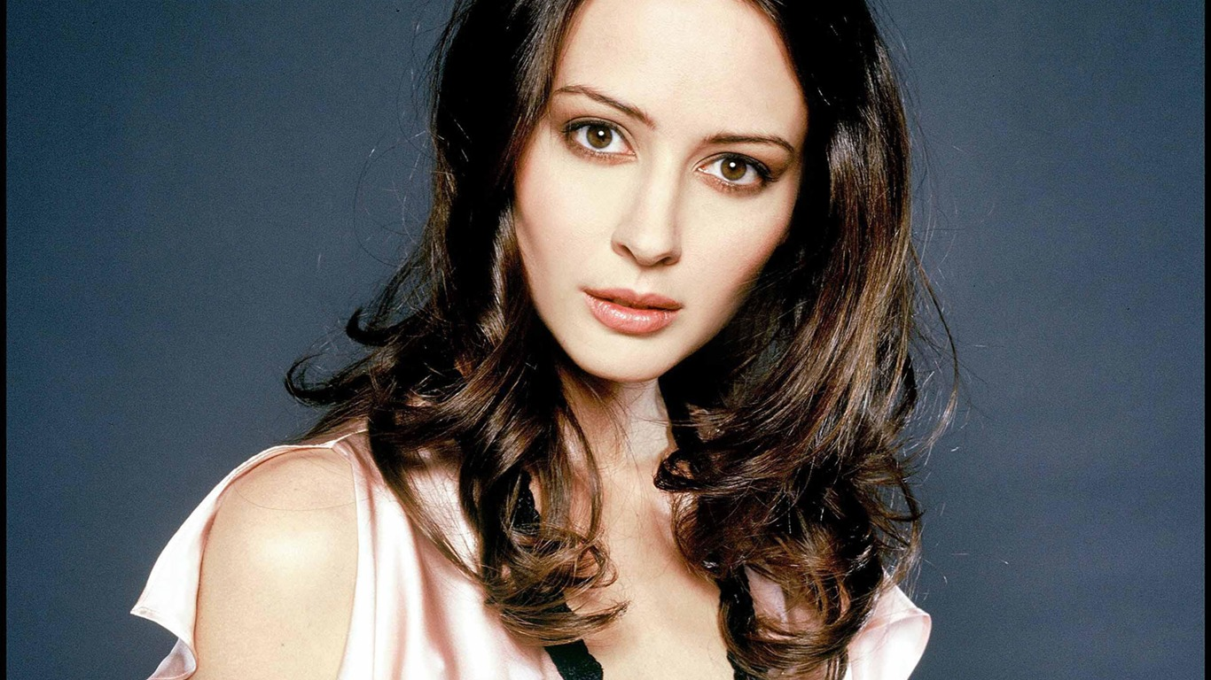 Amy Acker #017 - 1366x768 Wallpapers Pictures Photos Images