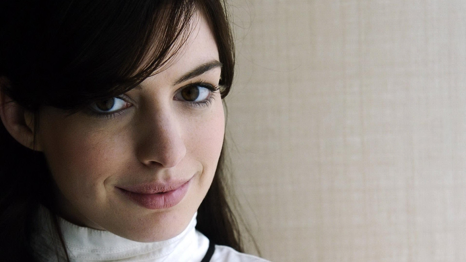 Hathaway обои