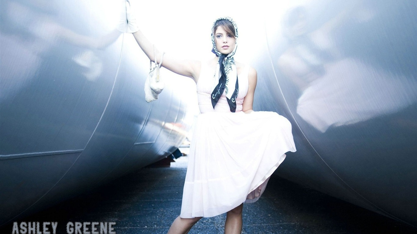 Star Celebrity Wallpapers Ashley Greene Hd Wallpapers: 1366x768 Wallpaper Download