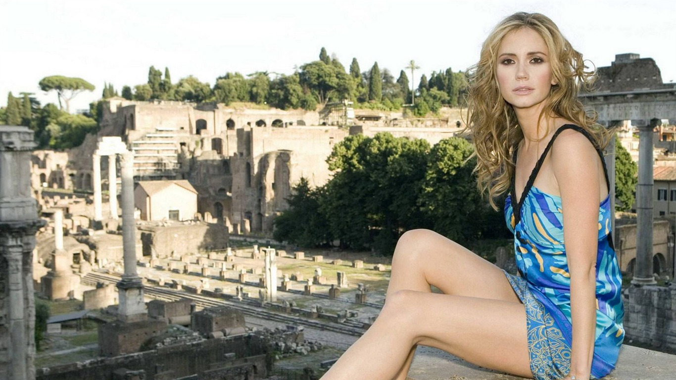 Ashley Jones #010 - 1366x768 Wallpapers Pictures Photos Images