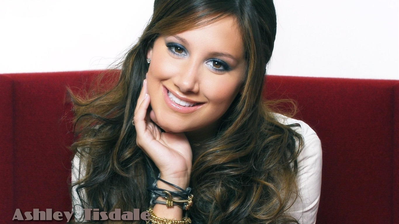 Ashley Tisdale #055 - 1366x768 Wallpapers Pictures Photos Images