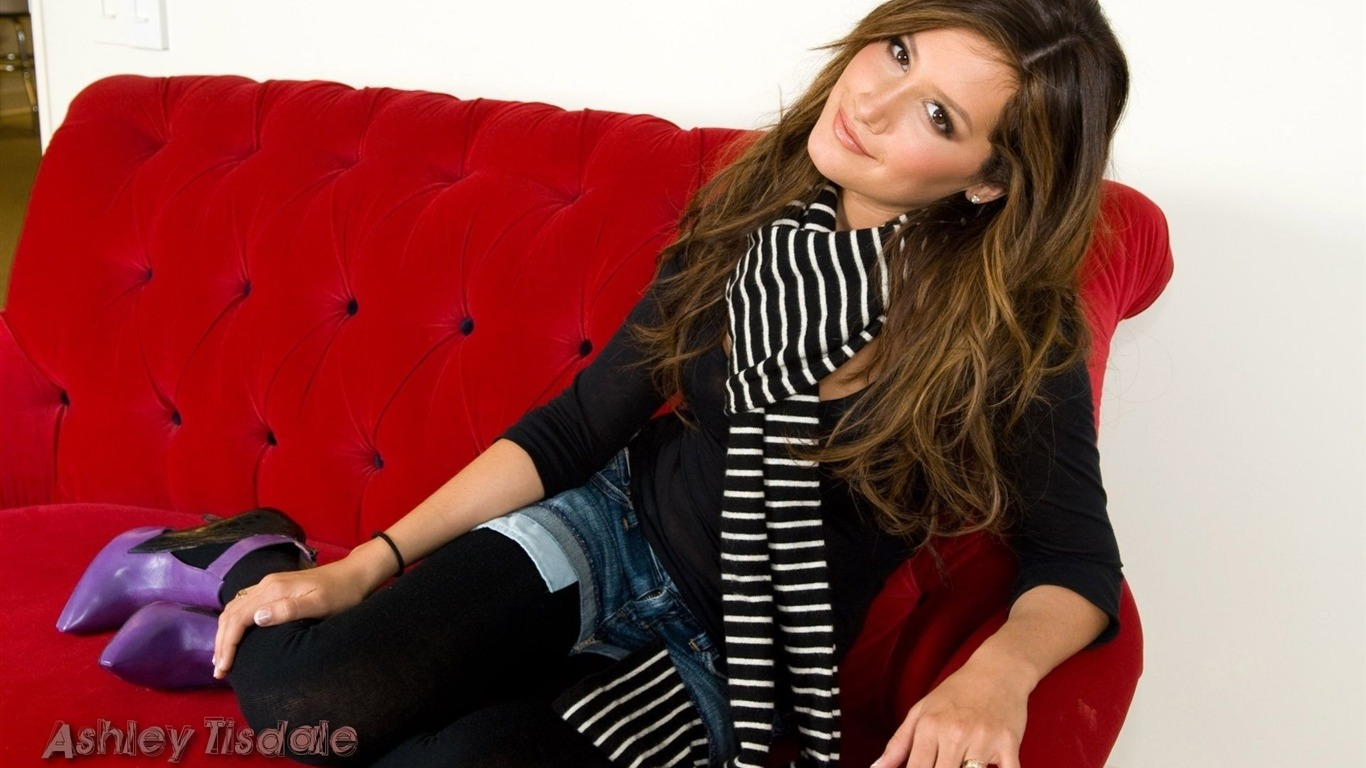 Ashley Tisdale #060 - 1366x768 Wallpapers Pictures Photos Images