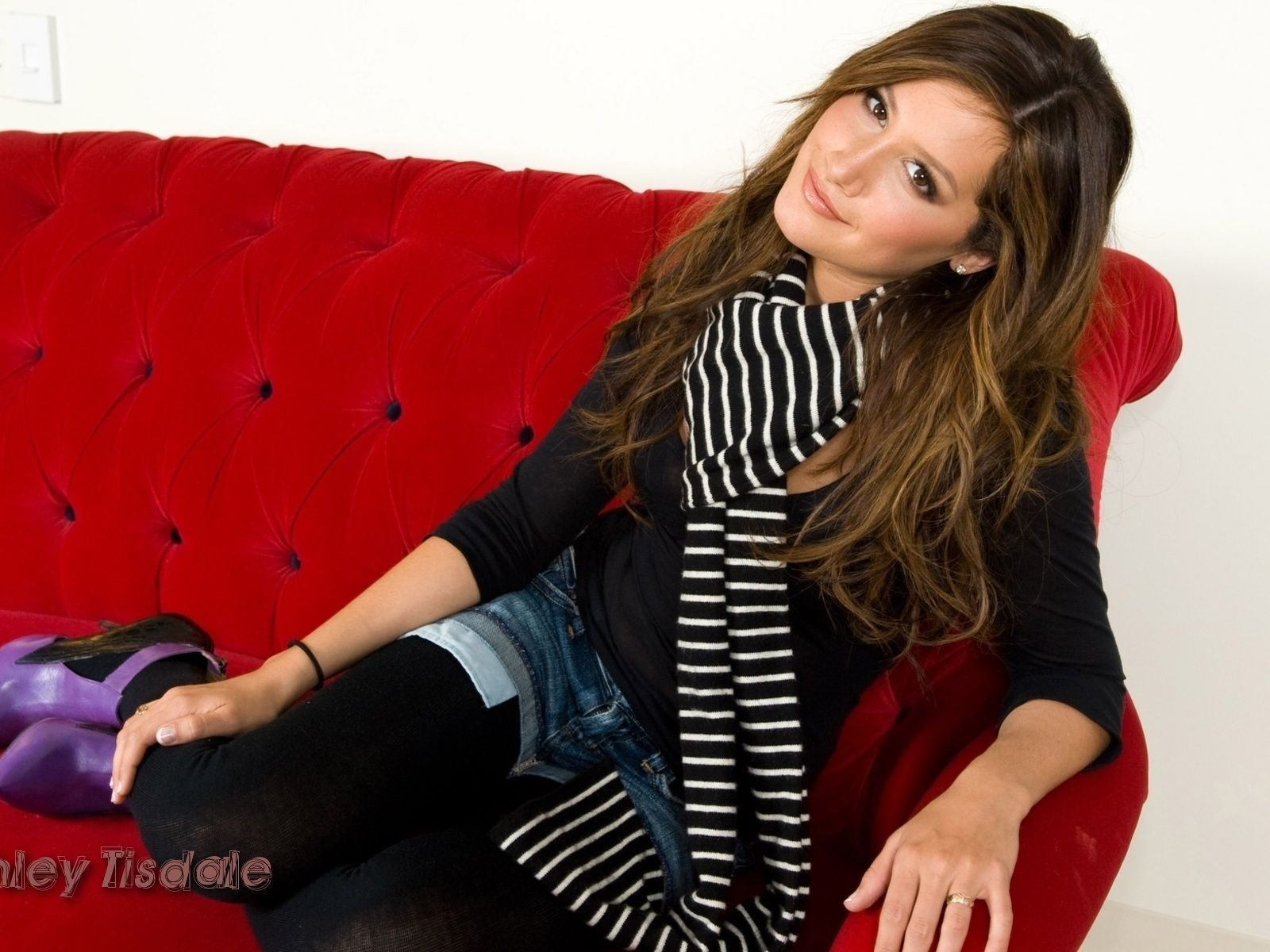 Ashley Tisdale #060 - 1600x1200 Wallpapers Pictures Photos Images