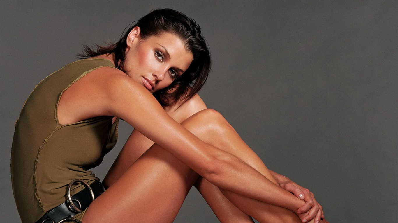 Bridget Moynahan #005 - 1366x768 Wallpapers Pictures Photos Images