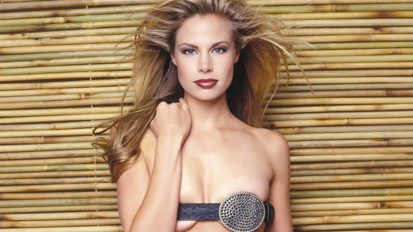Brooke Burns #010 - 1366x768 Wallpapers Pictures Photos Images