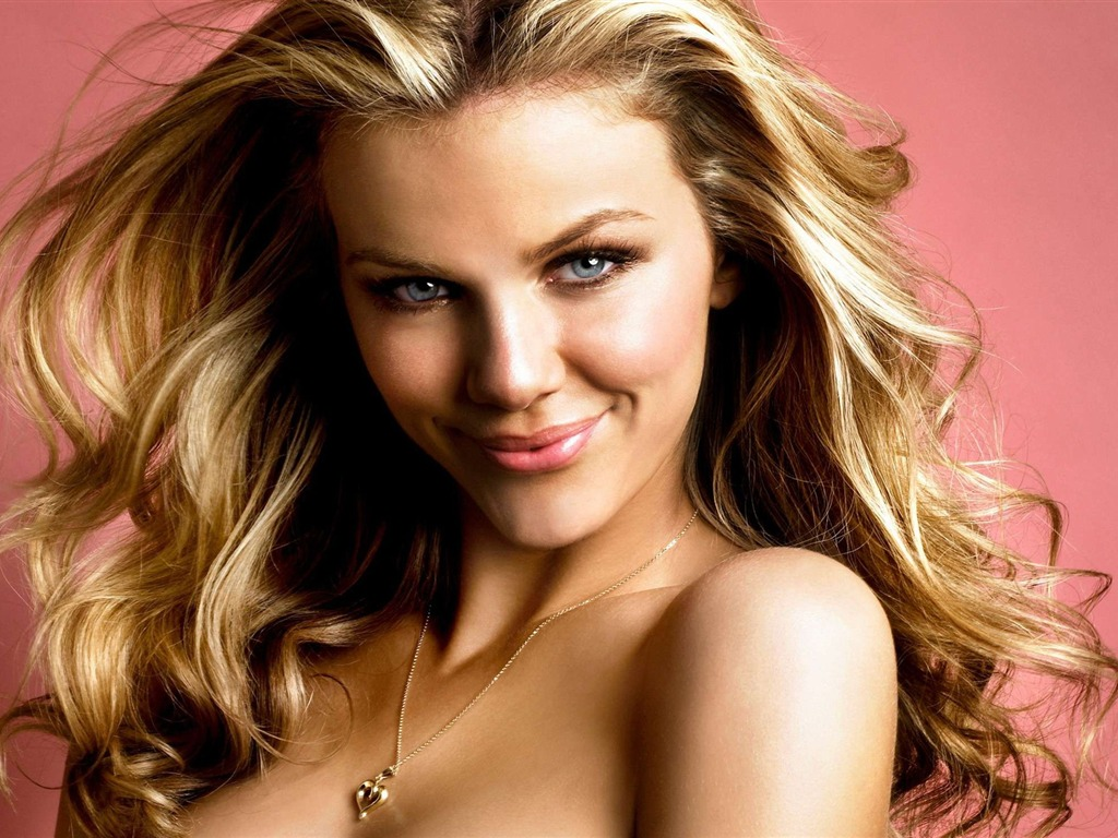 Brooklyn Decker #007 - 1024x768 Wallpapers Pictures Photos Images