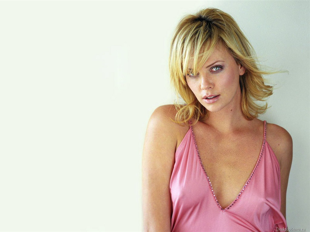 Charlize Theron #063 - 1024x768 Wallpapers Pictures Photos Images
