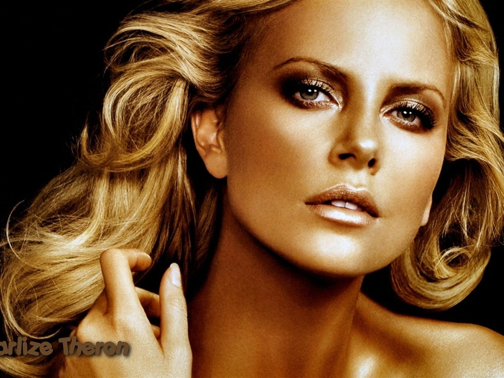 Charlize Theron #072 - 1024x768 Wallpapers Pictures Photos Images