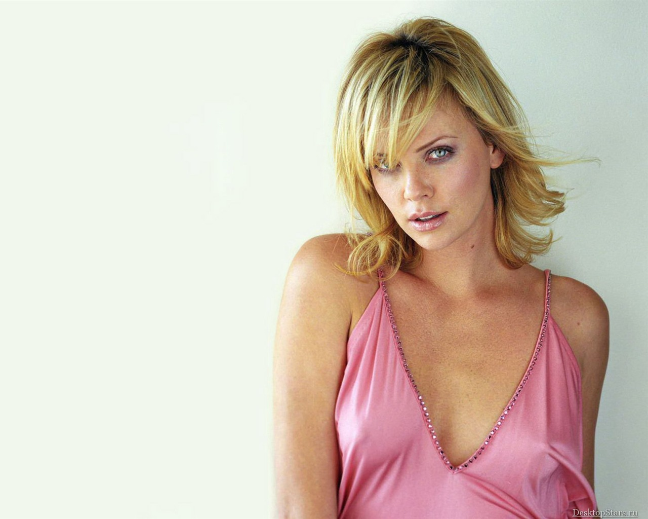 Charlize Theron #063 - 1280x1024 Wallpapers Pictures Photos Images