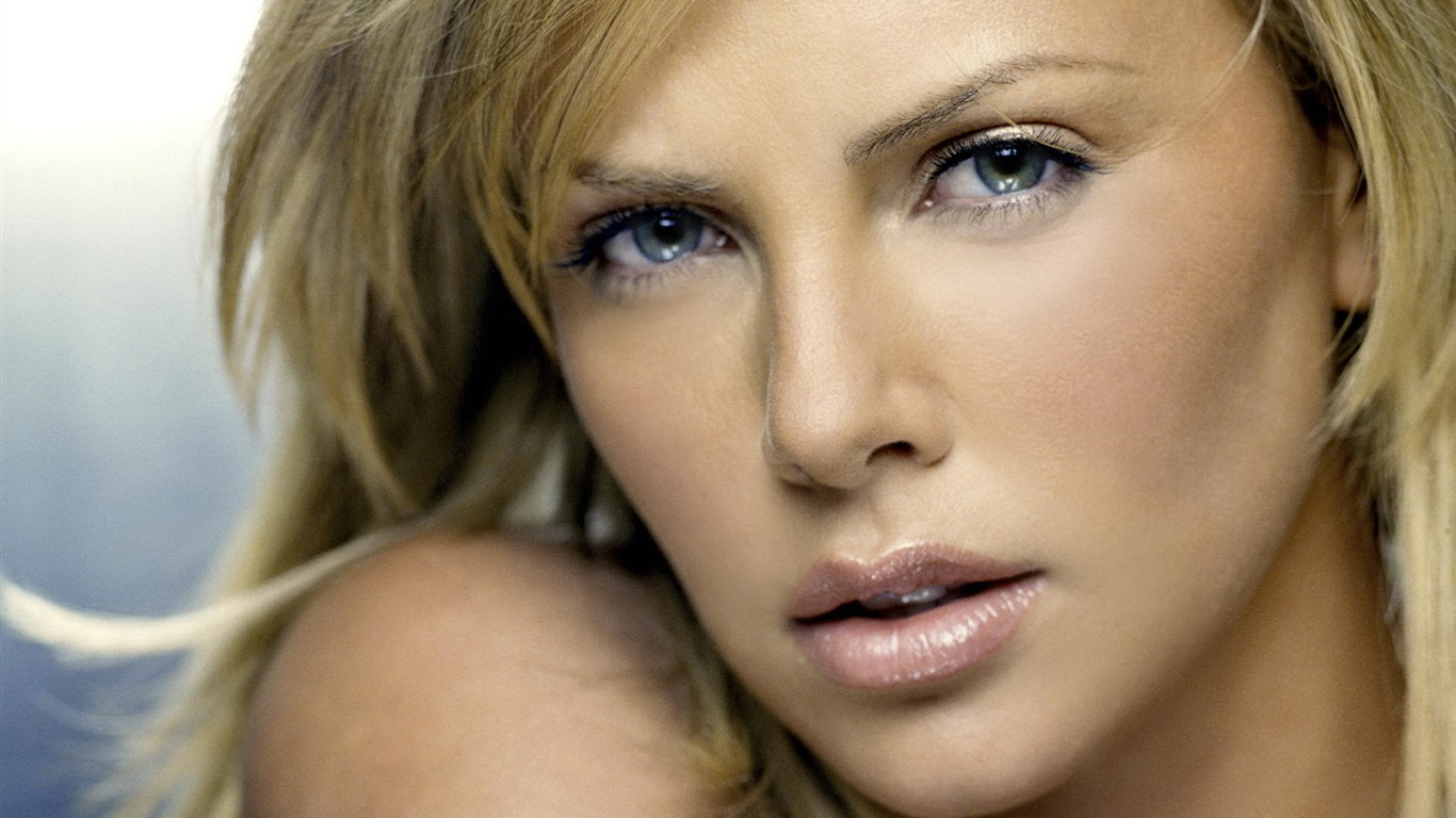 Charlize Theron #029 - 1366x768 Wallpapers Pictures Photos Images