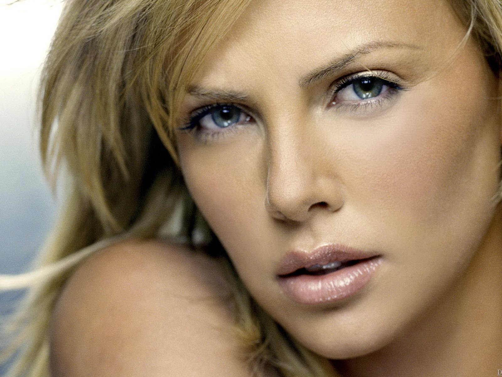 Charlize Theron #029 - 1600x1200 Wallpapers Pictures Photos Images
