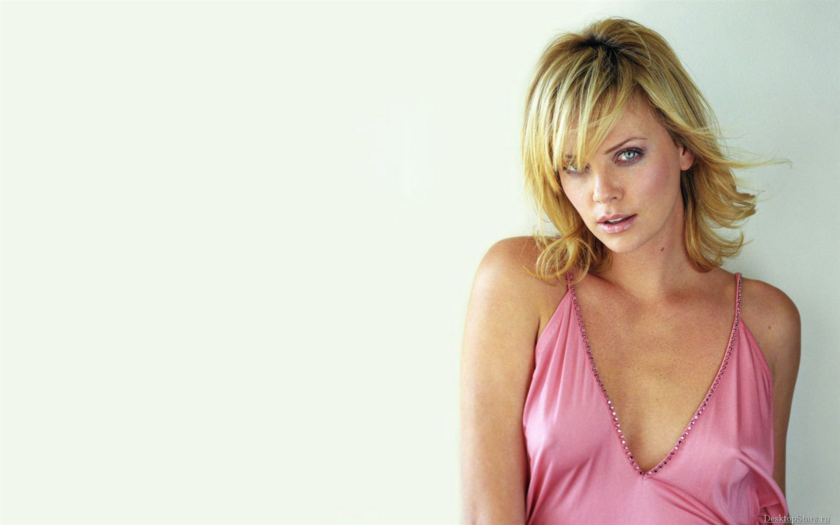 Charlize Theron #063 - 1680x1050 Wallpapers Pictures Photos Images