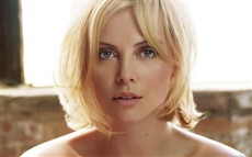 Charlize Theron #043 Wallpapers Pictures Photos Images