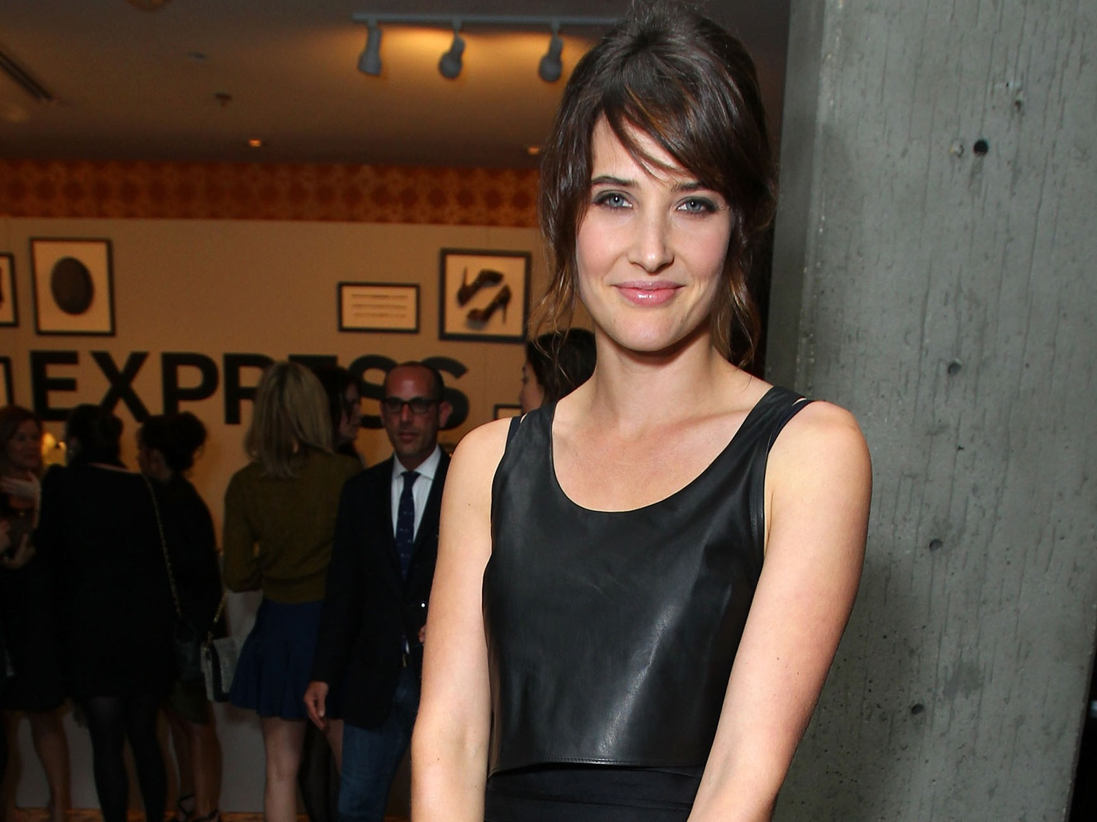 Cobie Smulders #014 - 1600x1200 Wallpapers Pictures Photos Images