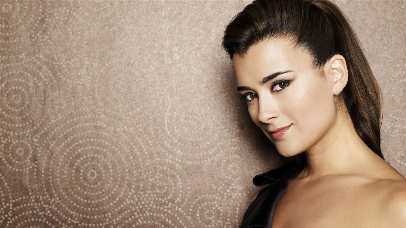 Cote de Pablo #003 - 1366x768 Wallpapers Pictures Photos Images