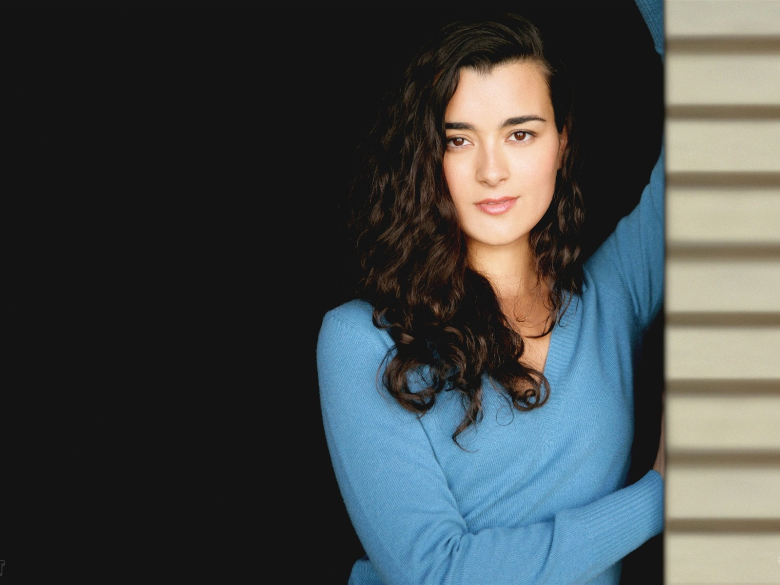 Cote de Pablo #014 - 1600x1200 Wallpapers Pictures Photos Images