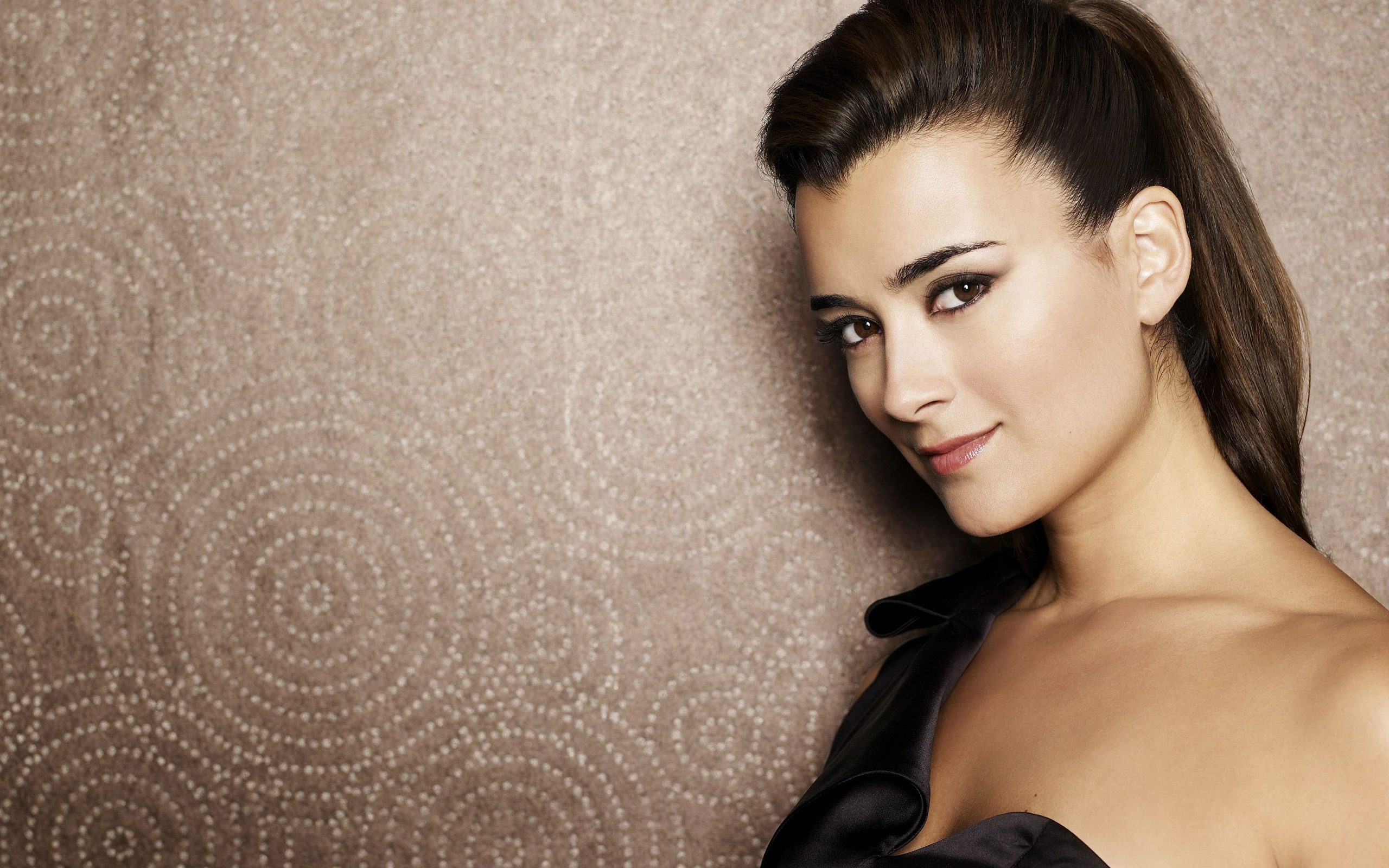 Cote de Pablo #003 - 2560x1600 Wallpapers Pictures Photos Images