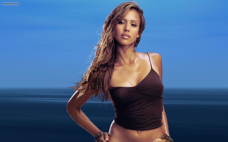 Jessica Alba et Lindsay Lohan NUES dans Machete Les 2