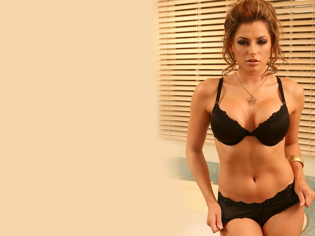 Louise Glover #003 - 1024x768 Wallpapers Pictures Photos Images