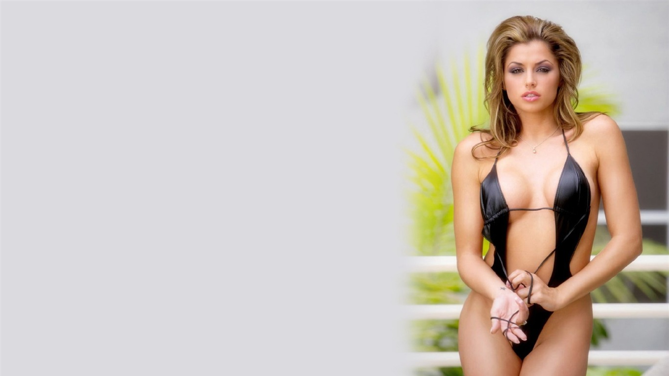 Louise Glover #007 - 1366x768 Wallpapers Pictures Photos Images