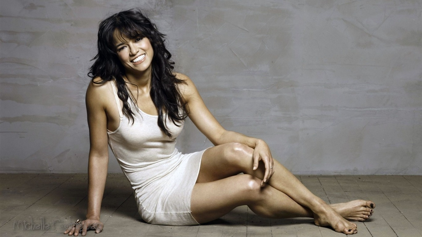 Michelle Rodriguez #002 - 1366x768 Wallpapers Pictures Photos Images