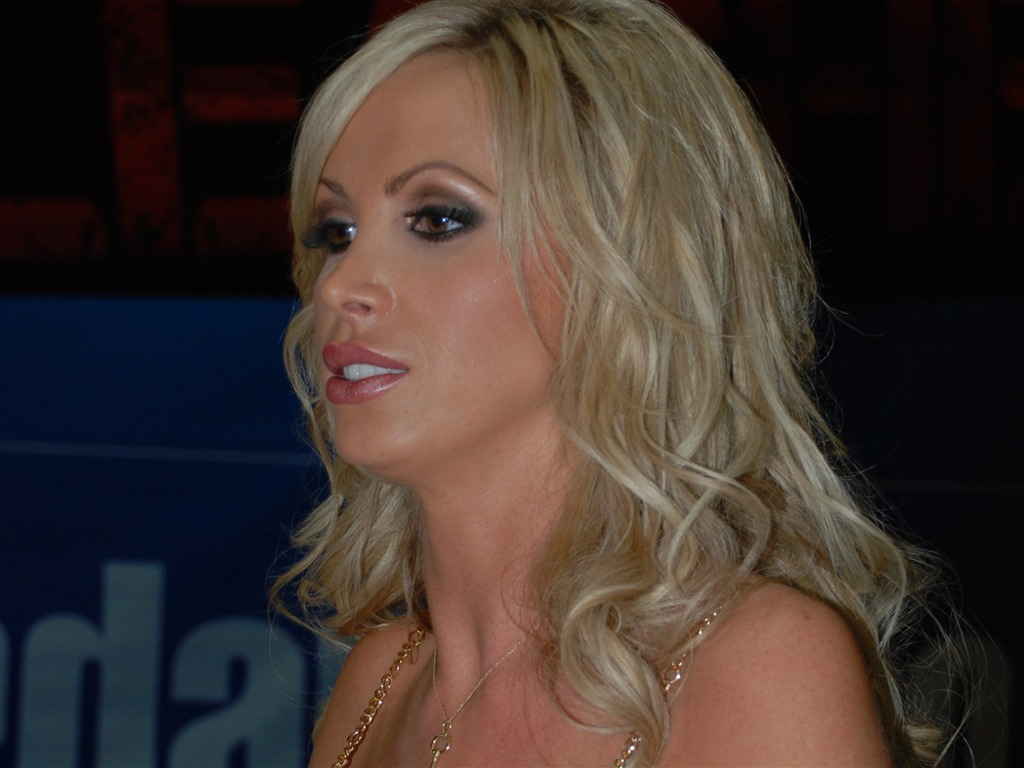 Nikki Benz #008 - 1024x768 Wallpapers Pictures Photos Images