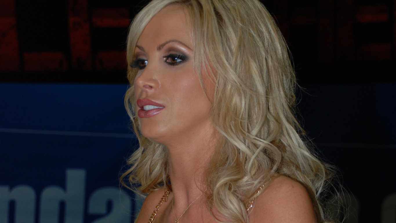 Nikki Benz #008 - 1366x768 Wallpapers Pictures Photos Images