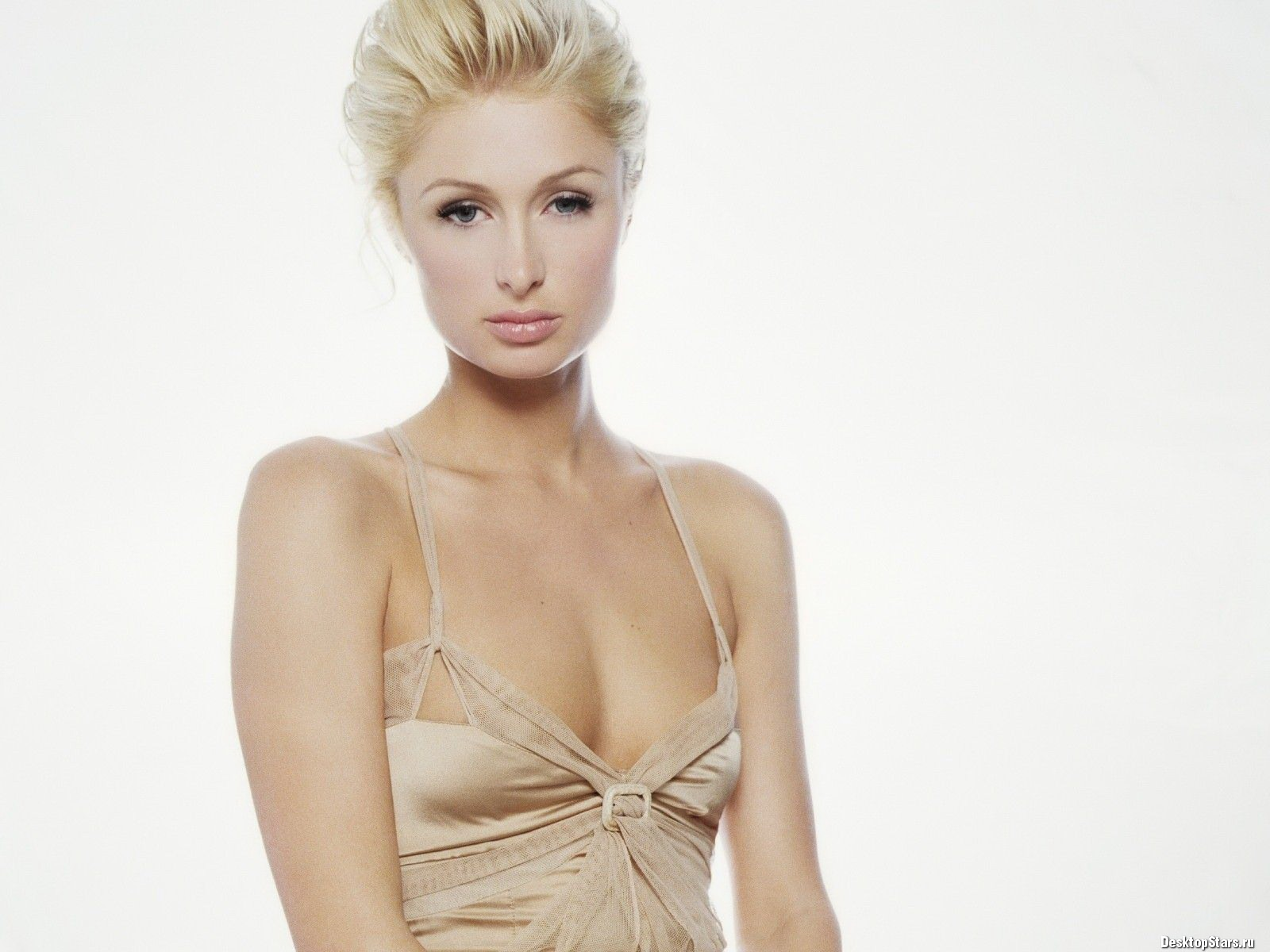Paris Hilton #043 - 1600x1200 Wallpapers Pictures Photos Images