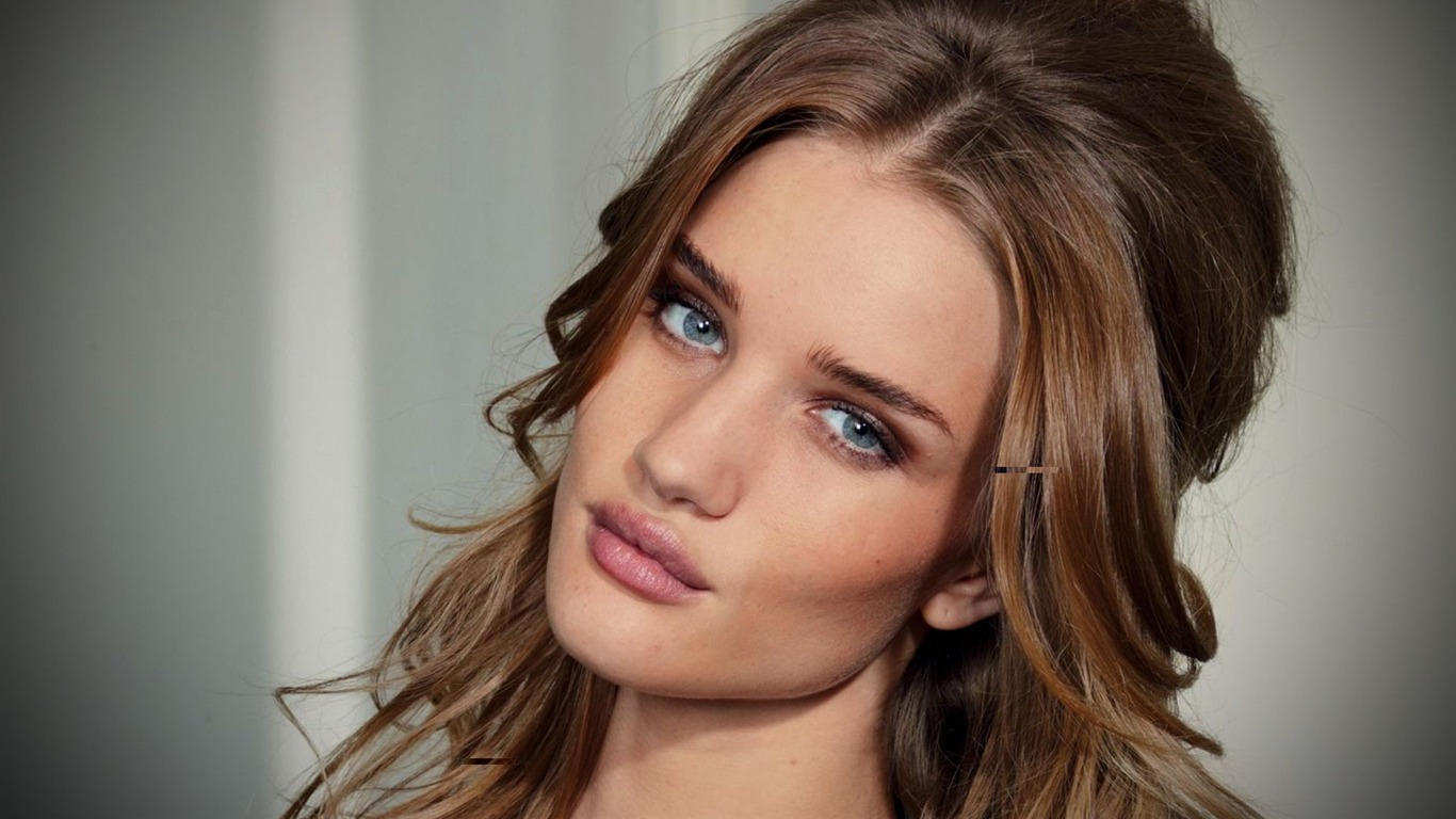Rosie Huntington Whiteley #005 - 1366x768 Wallpapers Pictures Photos Images