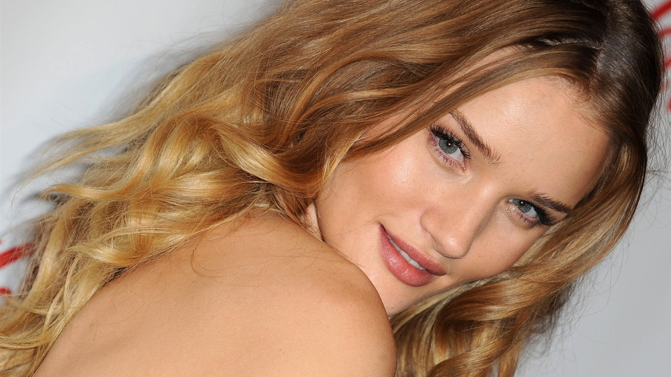 Rosie Huntington Whiteley #011 - 1366x768 Wallpapers Pictures Photos Images