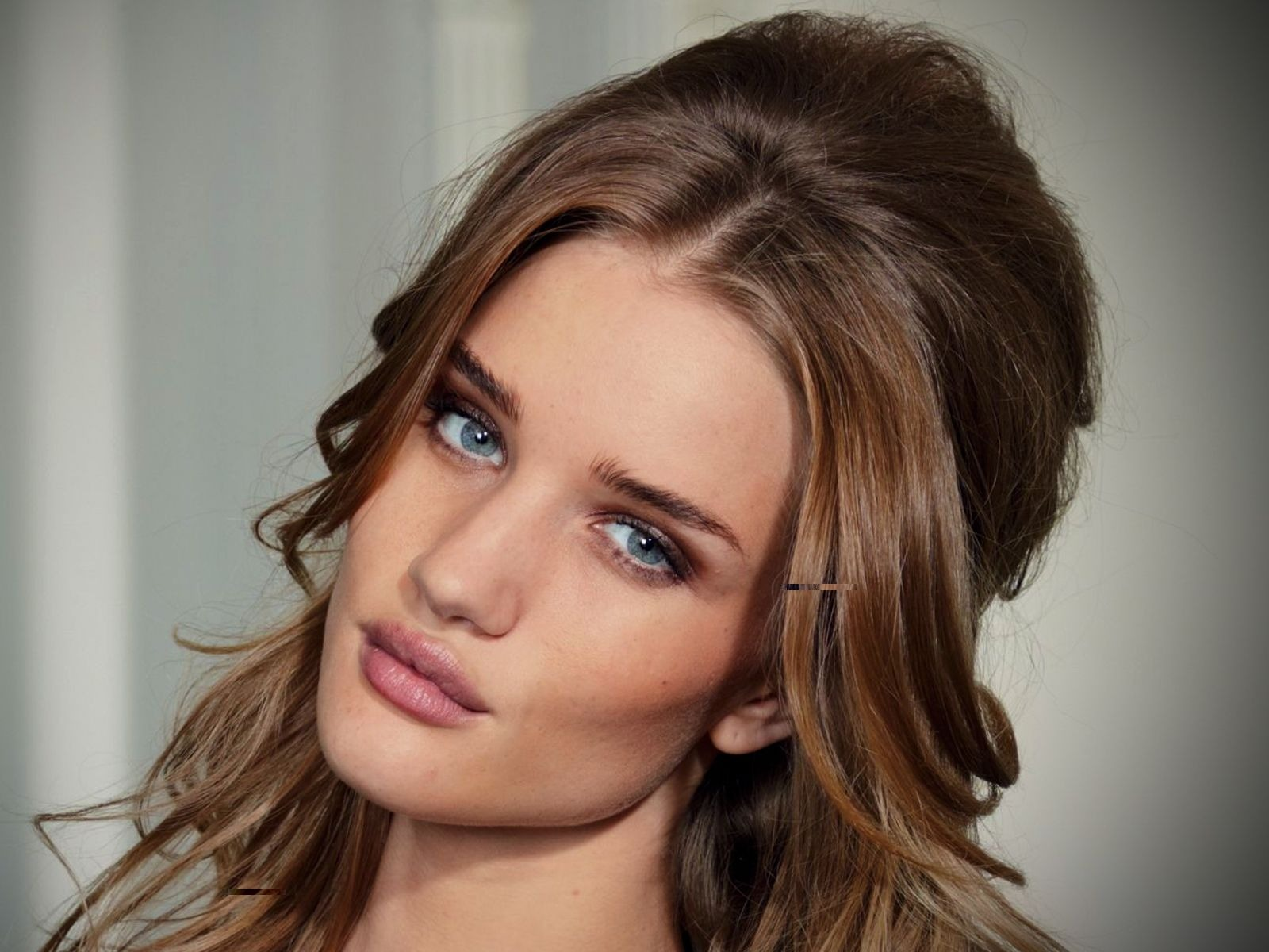 Rosie Huntington Whiteley #005 - 1600x1200 Wallpapers Pictures Photos Images