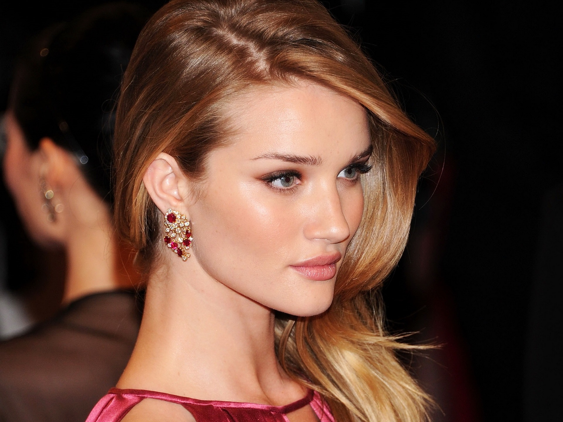 Rosie Huntington Whiteley #006 - 1920x1440 Wallpapers Pictures Photos Images